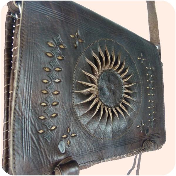 "Leder-Handtasche ""Dorah"" 22x28cm dunkelbraun I marokkanische Umhängetasche mit Ledernäherei I 100% Handarbeit I verstellbarer Schultergurt"