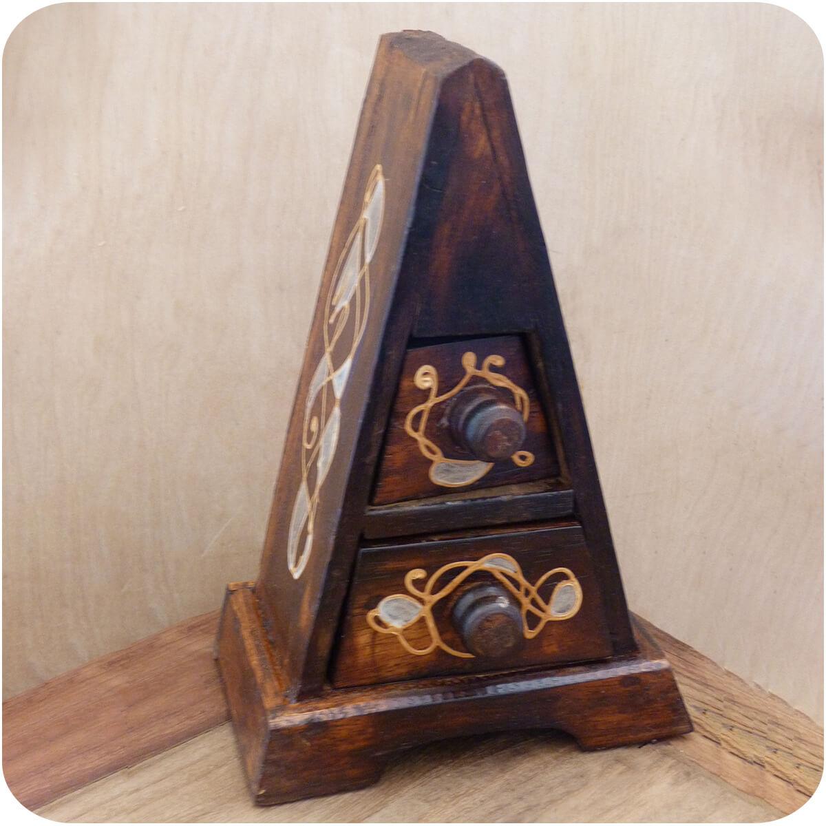 schubladenkommode pyramide albizia holz schrank mit schubf cher deko handarbeit aus bali klein. Black Bedroom Furniture Sets. Home Design Ideas
